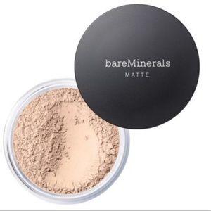 bareMinerals - Fairly Medium 05 - NWT - MATTE